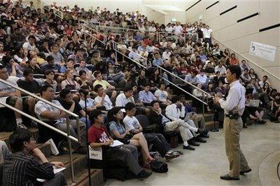 9月23日,百度CEO李彦宏在斯坦福大学演讲