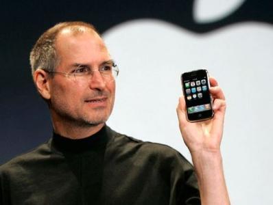 苹果CEO史蒂夫·乔布斯(Steve Jobs)发布iPhone