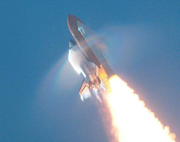 比如美国宇航局的航天飞机或者巨大的土星5号火箭发射升空时.