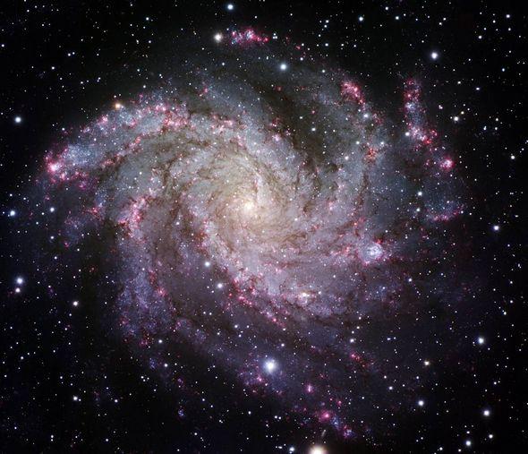 2009壮观天文照片:超大黑洞喷射各种物质等28张 201011113313