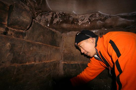 队员李耀辉所目击的木结构有入榫位