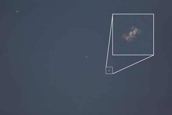 一名业余天文爱好者,用普通的16厘米望远镜捕捉到国际空间站掠过木星