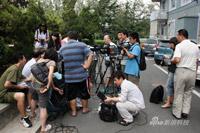 媒体见面会最初在室外进行