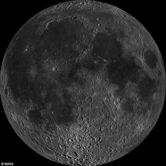 天文学家已经制成有史以来最清晰的月球照片,天文爱好者可以在网络上把它放大,详细查看月球的各个位置。