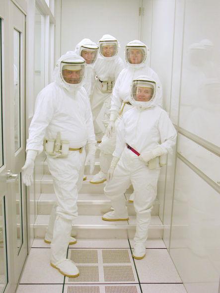 整装待发!这是今天的美国宇航局太空取样返回计划样本分析小组,他们的防治交叉污染方面更加出色,并且检测技术也有大幅提升