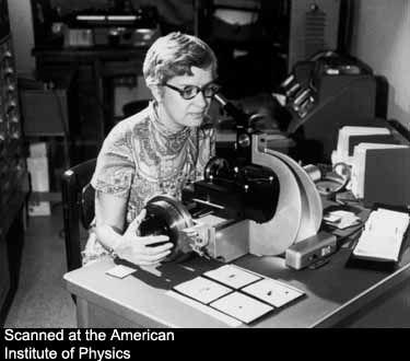 首先观察到星系中恒星运动异常的美国女天文学家维拉•鲁宾
