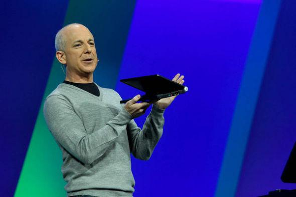 图为微软Windows部门主管史蒂文・辛诺夫斯基(Steven Sinofsky)在BUILD大会上演讲