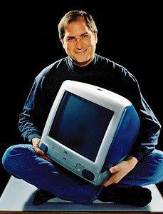 乔布斯1998年怀抱iMac。