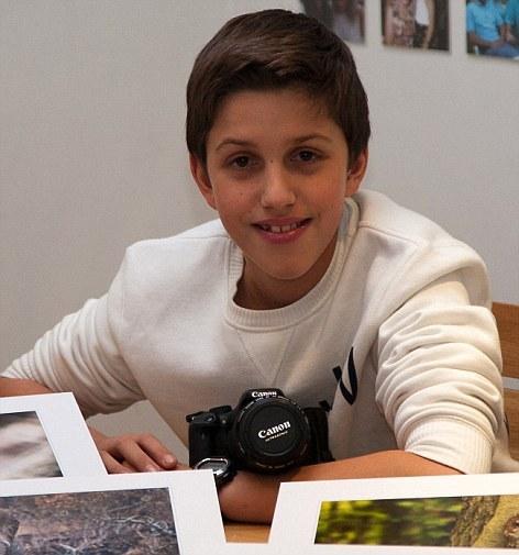 凯耶从6岁便踏上摄影之路,曾获得一系列声望颇高的摄影奖项。他说自己梦想中的工作就是走遍世界,拍摄各种野生动物