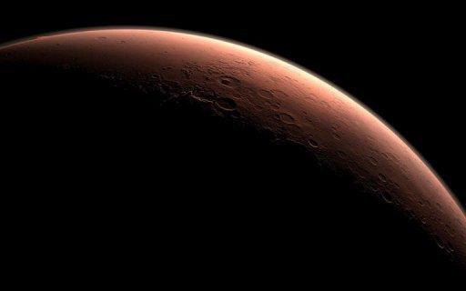 本图为美国宇航局利用计算机绘制的图片,描述了在火星表面的白昼分界线处,盖尔陨石坑开始迎来黎明的光线。