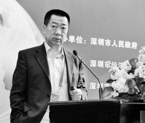 京东商城副总裁张守川在演讲。  深圳商报记者   李博 摄