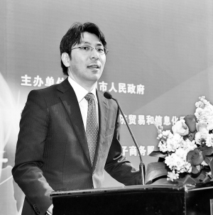 日本的冲田贵史在进行主题演讲。  深圳商报记者   李博 摄