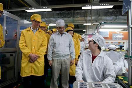 此前苹果CEO库克曾造访富士康工厂。