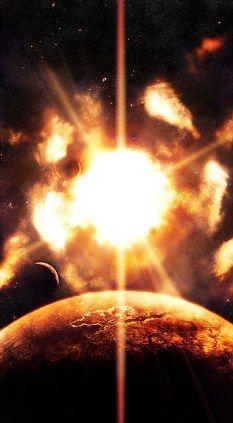 在世界末日来临前两个月,地球将被太阳撕裂,在此前5天,月球将被地球撕裂