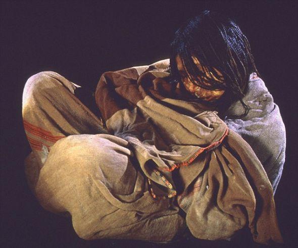 在尤耶亚科火山发现的一具儿童木乃伊