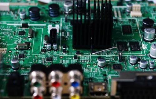 """美国能源部橡树岭国家实验室超级计算机--""""泰坦""""以每秒17.59千万亿次的实测运算速度成为世界上速度最快的超级计算机。"""