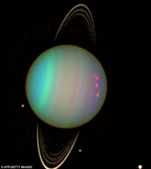 巨大的液态钻石海洋能够解释海王星和天王星的一些怪异特征