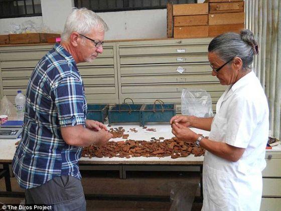 考古学家在阿勒珀特里帕洞发现了数千个新石器时代陶器碎片