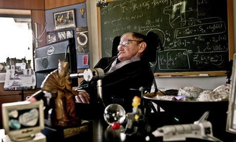 霍金正在剑桥大学的办公室里工作