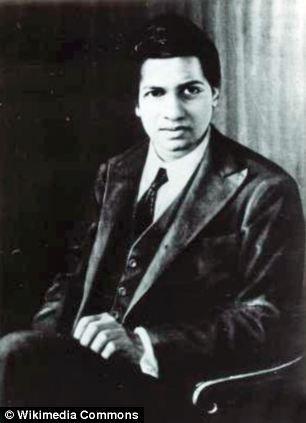 印度数学天才尼瓦瑟-拉马努金。在去世后近100年,他在临终前提出的函数最终得到证实