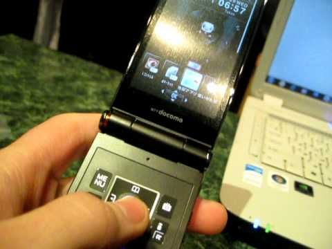 """富士通老式的""""F系列""""手机用日语来说是""""uwaki keitai""""。"""