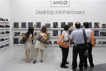 當前,AMD約80%營收來自PC業務。但隨著智能手機和平板電腦的普及,AMD的營收額開始下滑。