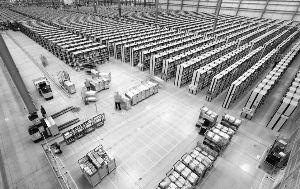 在占地近9个足球场大小的亚马逊鲁吉利仓库内,雇员每天平均要走上10~24公里,记录都会通过GPS保留下来,未达标可能被开除。