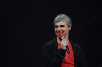 谷歌CEO拉里・佩奇出场 他的嗓音不太正常