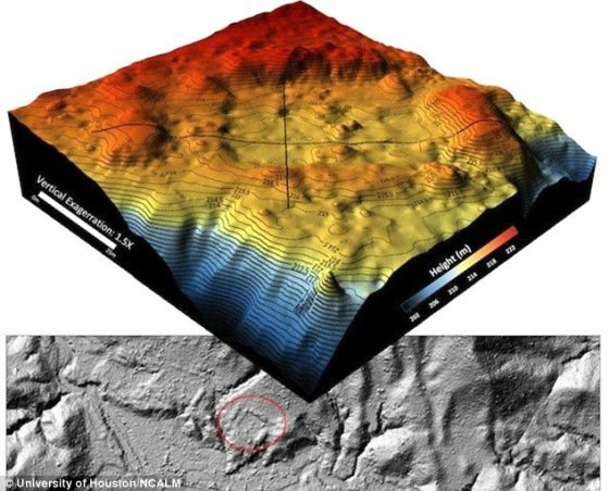美国休斯顿大学和国家机载激光测绘中心的研究小组绘制的3D数字地形图,被红色环绕的是一个人造广场