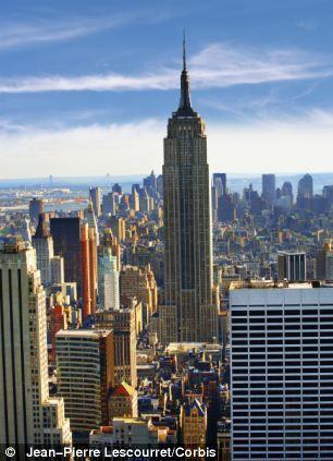 照片展示了美国的帝国大厦,1931年竣工,高1250英尺(约合381米)。随着超坚固碳纤维绳索的问世,未来摩天楼的高度将进一步提高