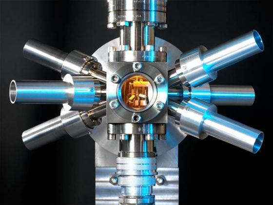 英国国家物理实验室中的锶光晶格钟,据称它比之前建造的任何钟都精确3倍以上。