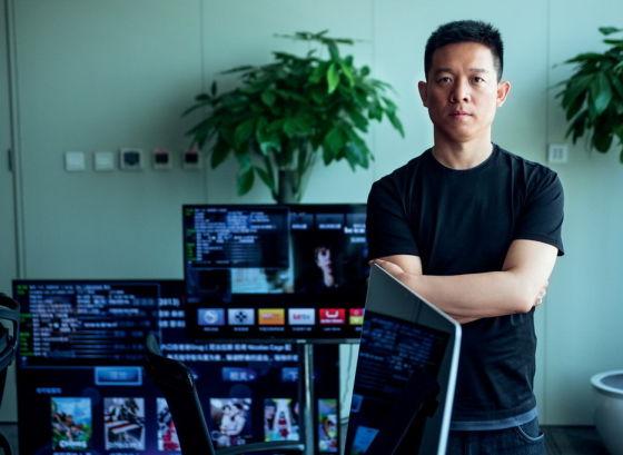 在贾跃亭面积不大的办公室里,摆放着三台不同尺寸的乐视超级电视,每天会从早上九点,一直被主人开到晚上十二点,已经连续运转几千个小时了。