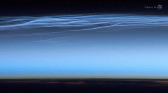 南极上空现神秘夜光云:由陨星碎屑形成