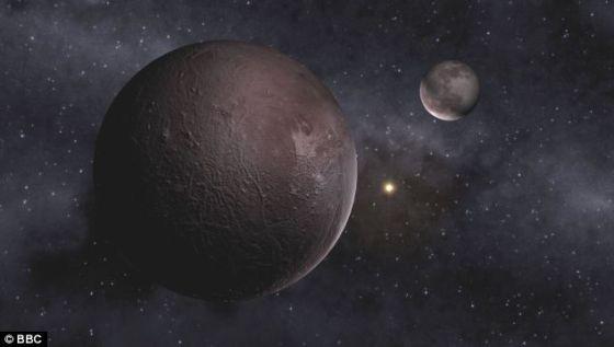 """艺术概念图,展示了冥王星。科学家一直认为冥王星轨道外的某个地方可能存在一颗巨大的神秘天体,被称之为""""行星X""""、""""复仇女神""""或者""""命运女神""""。据信,这颗大行星或者小恒星可能周期性穿过外部彗星带,致使彗星飞向地球并发生相撞,最后导致物种大灭绝"""