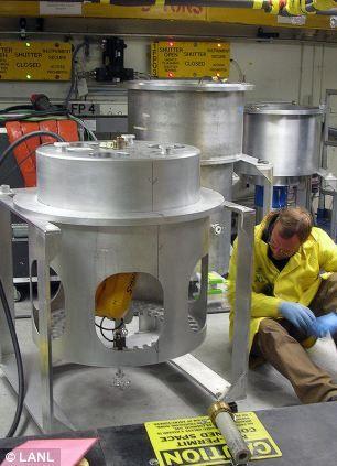在检验这块晶体前,科学工作者准备用洛斯阿拉莫斯国家实验室卢汉中子散射中心的单晶衍射装置对它进行测量