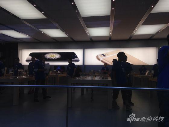 店内广告已经更换为iPhone 6