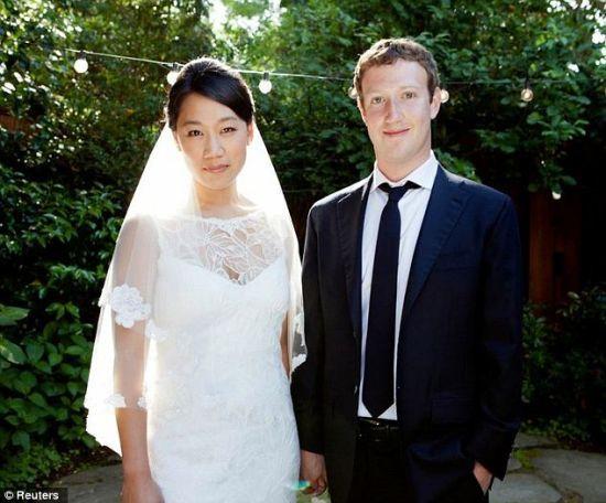 扎克伯格与妻子资料图扎克伯格与妻子资料图