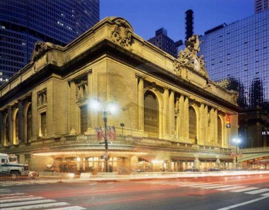 纽约中央车站附近的滚滚车流