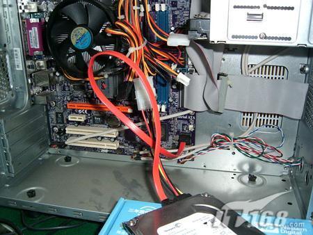 台式机sata硬盘怎么连接在另一台台式机上 期望有图解