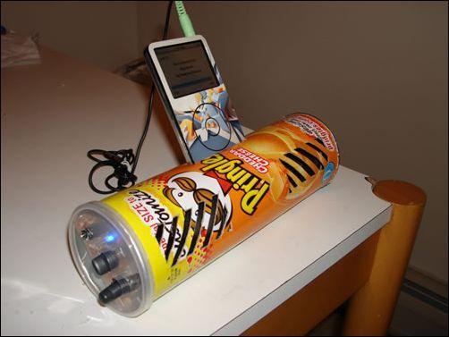 强悍 DIY达人利用薯片筒自制iPod Dock