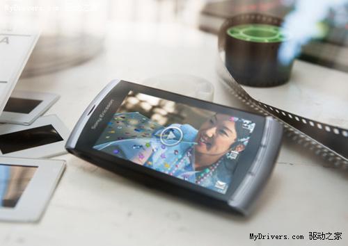 索爱720p高清全触屏S60手机Vivaz发布