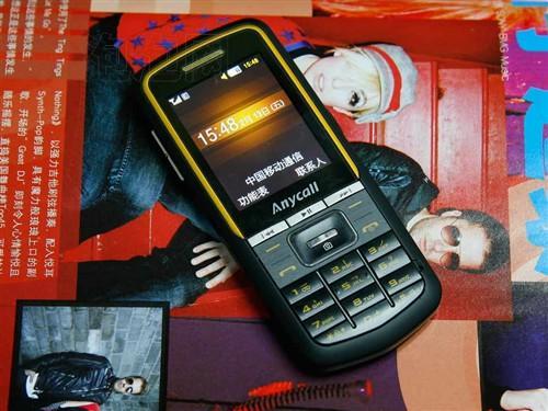 1个充电器,耳机,数据线,说明书,保修卡,另送一电池 ,一座充屏保,手机