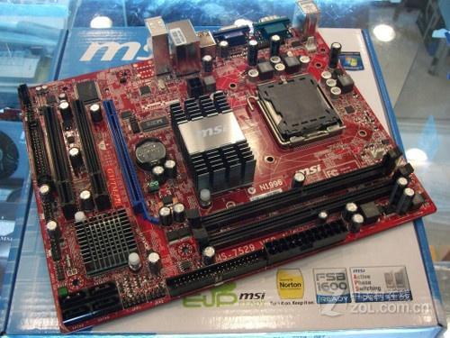 处理器供电   主板供电部分采用3相供电设计,使用了固态电容以及全封闭电感用料,完全满足入门双核处理器的供电要求。   内存部分,主板提供了2个DIMM内存插槽,支持双通道DDR2 800/667内存,最高4GB安装容量。磁盘方面,主板提供了4个SATA 2接口,并保留了IDE接口。