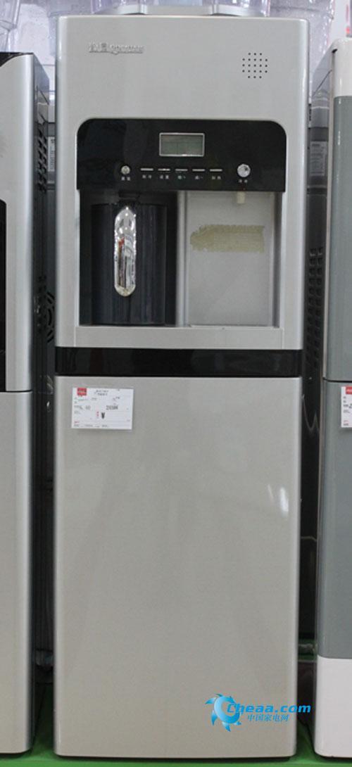 沁园立式无热胆智能冷热型(电子制冷)饮水机bdz36是柜式外形,黑银双色