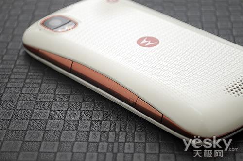 再添白色时尚款摩托罗拉XT882白色版图赏