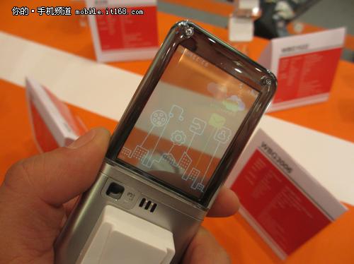 充满童趣的彩色动态ui设计,让这款手机充满灵气.