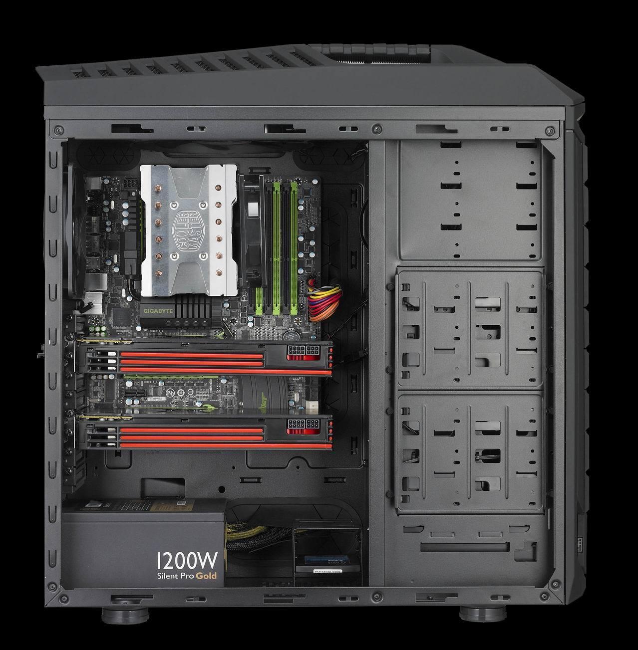 内部结构   作为高端全塔机箱,坦克兵的578.5250605.6mm空间内为广大发烧级玩家提供了丰富功能,它可以容纳XL-ATX板型主板、9+1扩展槽足以支持四路SLI/Crossfire(最长兼容322mm显卡)、此外还能够容纳下多达12颗硬盘,兼容性能空前强大。