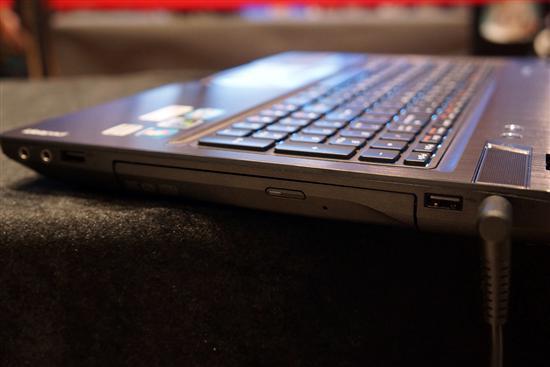 金属机身+背光键盘联想机皇Y580图赏
