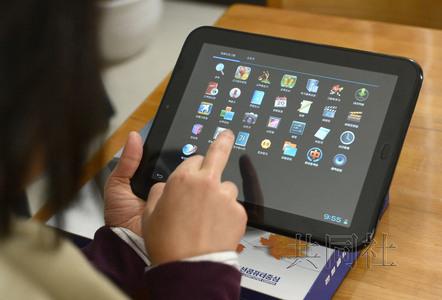 """朝鲜自主品牌平板电脑""""三池渊""""在国内备受青睐。图为""""三池渊"""",售价300美元左右。"""