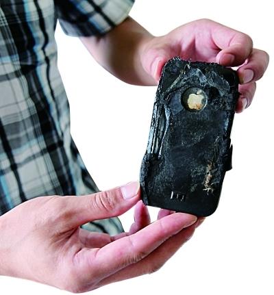 iPhone4半夜枕边爆炸专家称或是电池问题